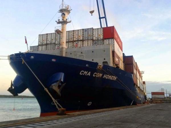 Navio atracado no Porto de Natal