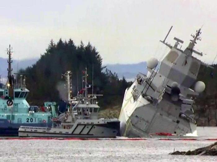Colisão entre fragata e navio petroleiro deixa oito feridos na Noruega