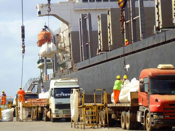 Operação no cais do Porto do Itaqui, em São Luís - Foto: Bruno Merlin