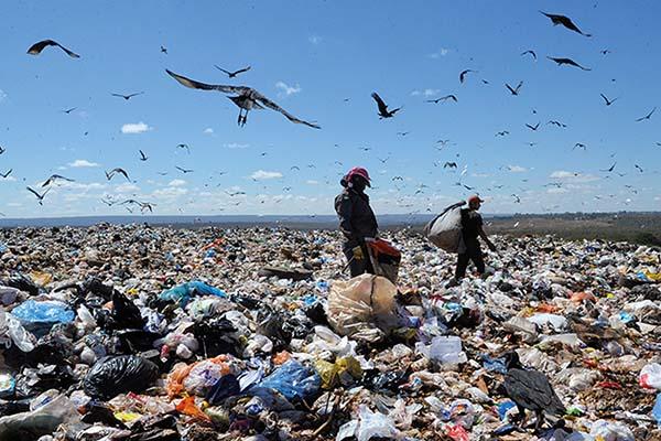 Lixões a céu aberto são tão graves quanto uma pandemia - Portogente