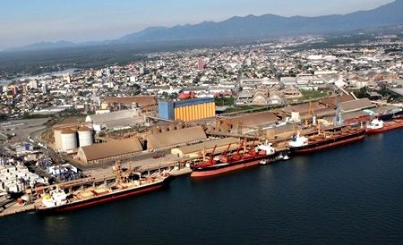 Fonte: (https://diario24h.com/emprego/porto-de-paranagua-abre-concurso-para-28-vagas-e-salarios-de-r-45-mil/)